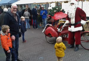 kerstman op kerstfiets, kerstfiets, riksja, riksja entertainment, kerstact, kerst entertainment, kerstman op kerstfiets, kerstfiets, riksja, riksja entertainment, kerst entertainment, kerst straattheater braderie, entertainment, kerst amusement, winkelcentrum entertainment kerst entertainment, kerstfeest, kerstmarkt, kerstbraderie